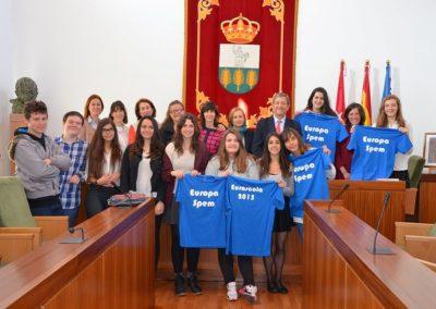 Entrega de ayuda en el Ayuntamiento Alumnos del Instituto (1)